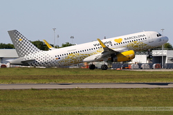 Airbus A320-232 Vueling EC-MNZ
