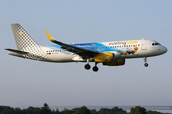 Airbus A320-232 Vueling EC-MLE