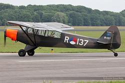 Piper PA-18-135 Super Cub R-137 PH-PSC / R-137 / 54-2427