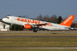 Airbus A320-214 EasyJet Airline G-EZUY