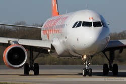 Airbus A320-214 easyJet G-EZUL