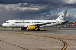 Airbus A320-216 Vueling Airlines EC-KDX