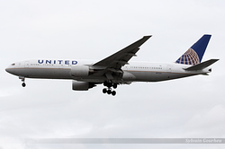 Boeing 777-222 United Airlines N777UA