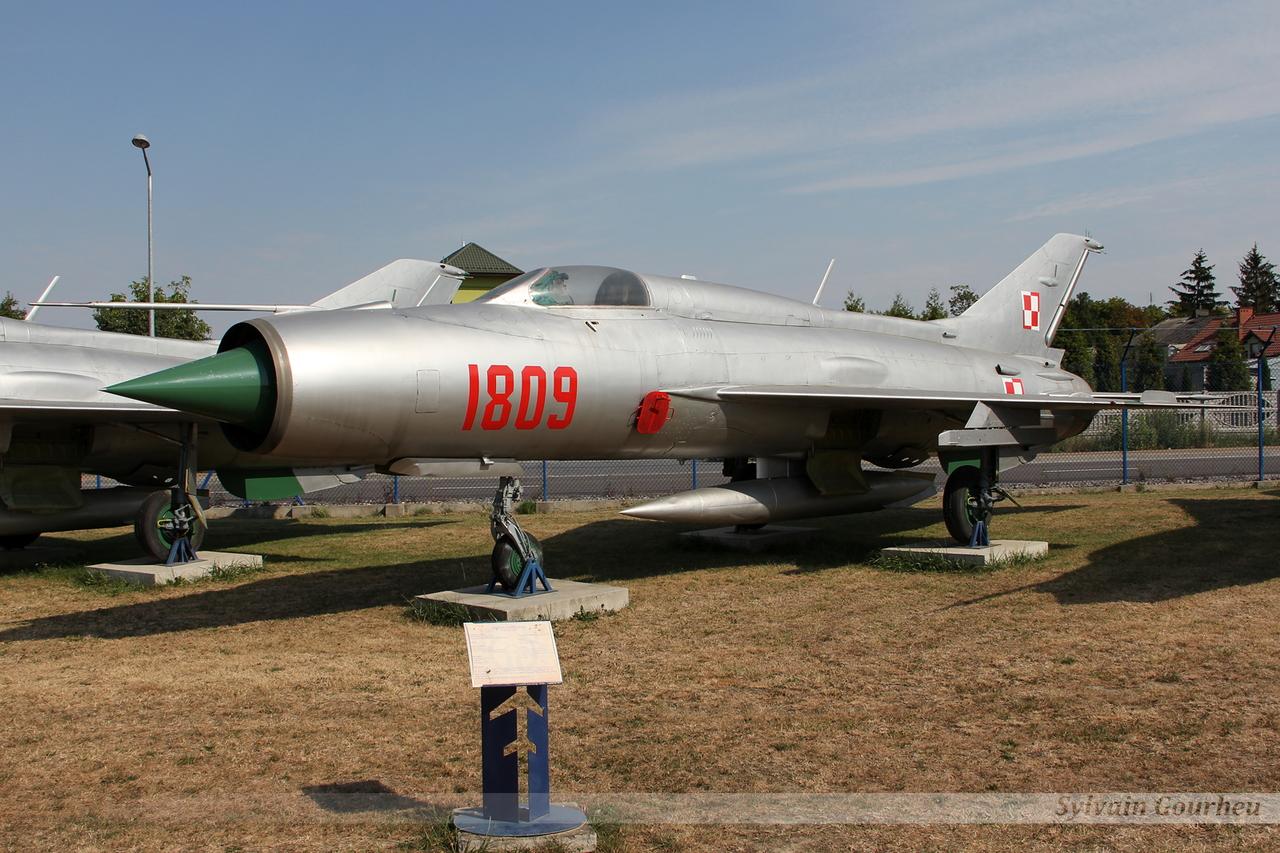 Mikoyan-Gurevich MiG-21PF Poland Air Force 1809