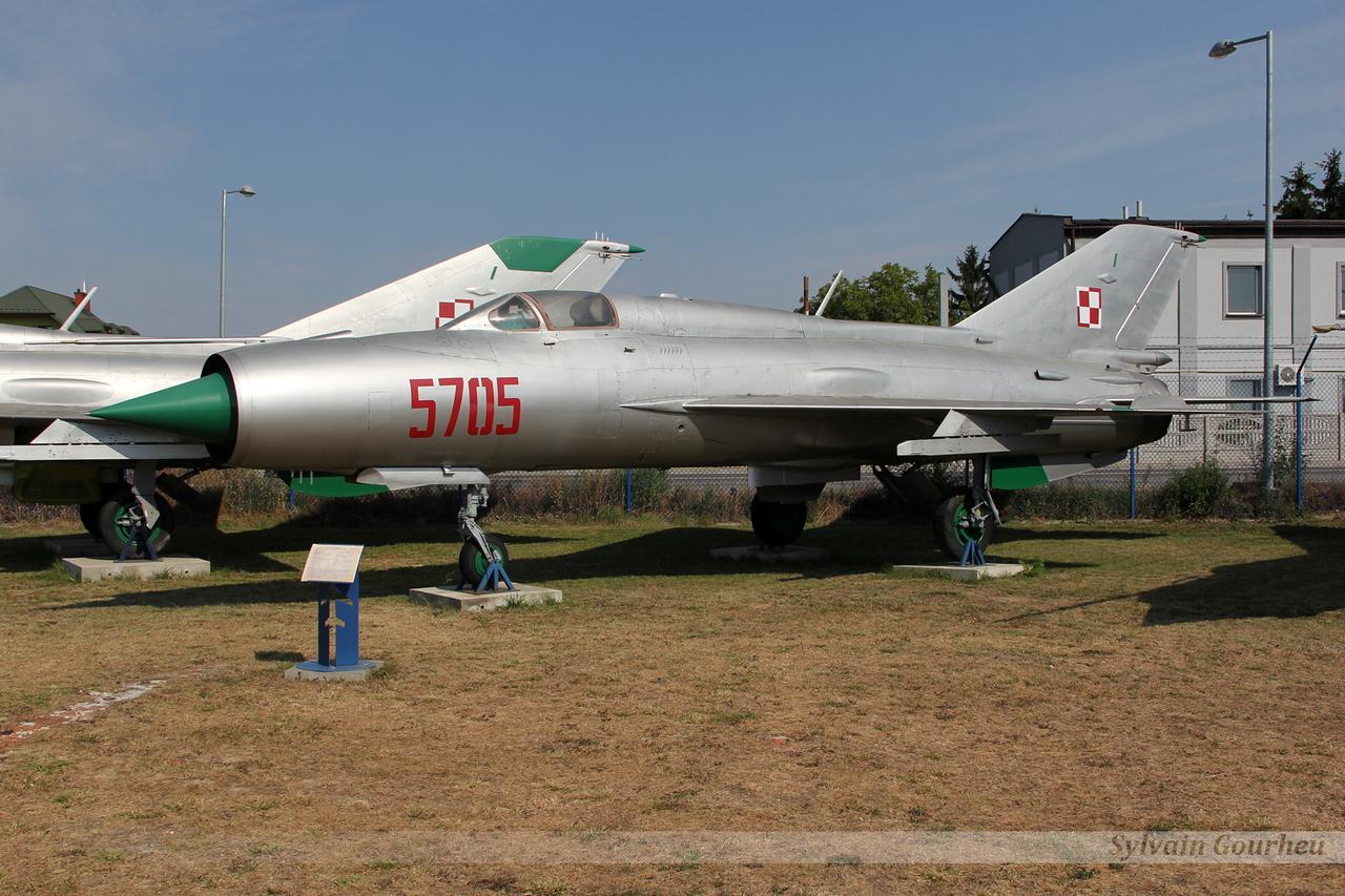 Mikoyan-Gurevich MiG-21PFM Poland Air Force 5705