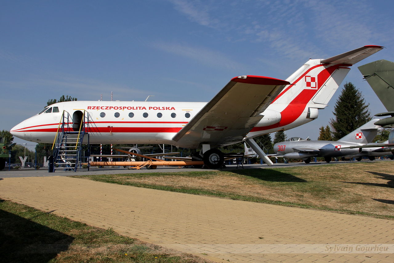 Yakovlev Yak-40 Poland Air Force 045