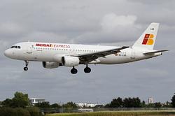 Airbus A320-214 Iberia Express EC-LUD