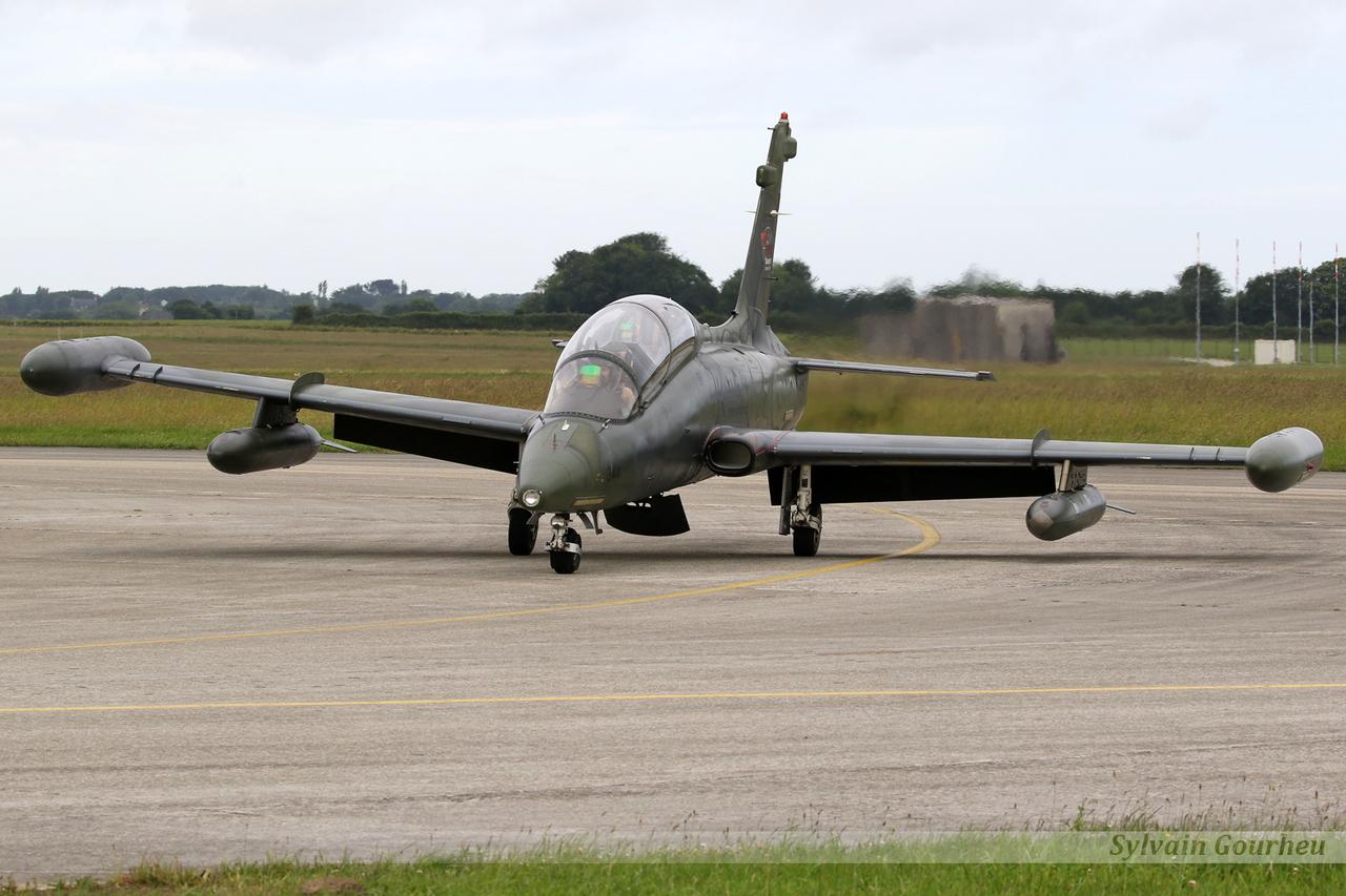 Aermacchi MB-339CB Draken International N344EM