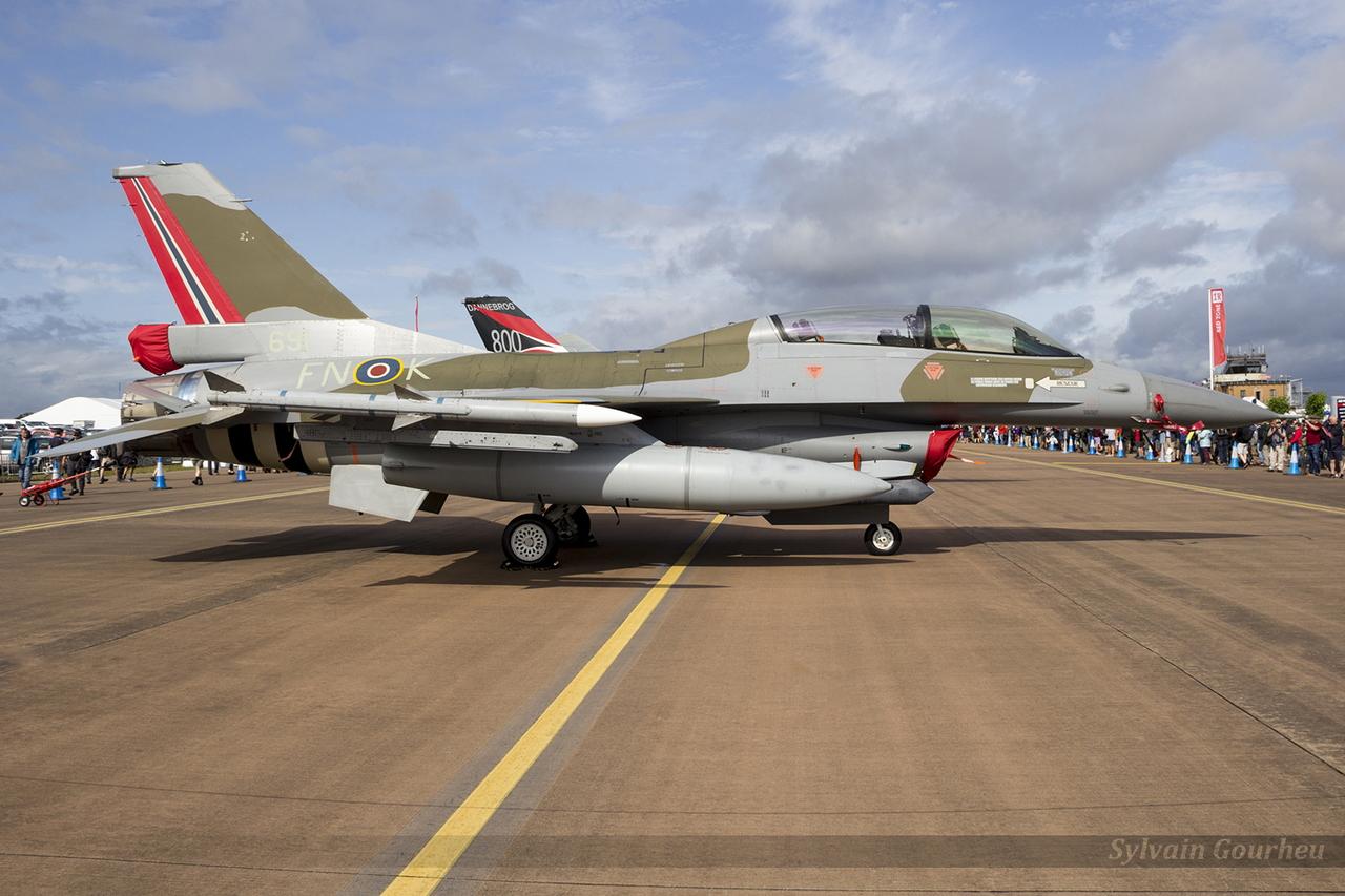 General Dynamics F-16BM Fighting Falcon Royal Norwegian Air Force 6L-10 / 691