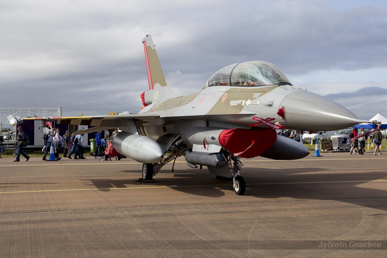 General Dynamics F-16BM Fighting Falcon Royal Norwegian Air Force 6L-10 / 691