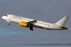 Airbus A320-232 Vueling Airlines EC-LQZ