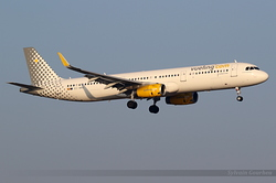 Airbus A321-231 Vueling Airlines EC-MMU